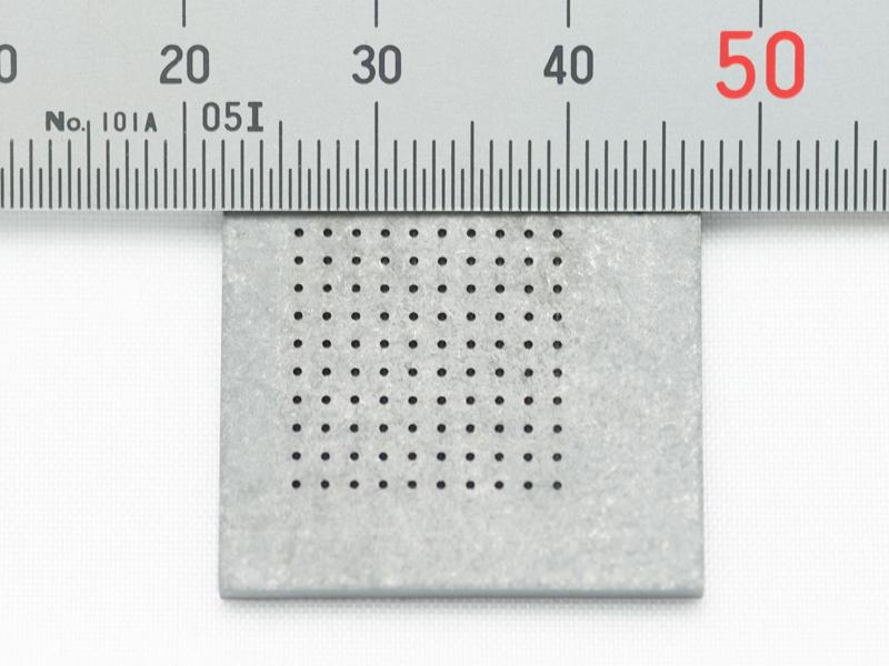 超硬材に0.5mmの穴あけ加工
