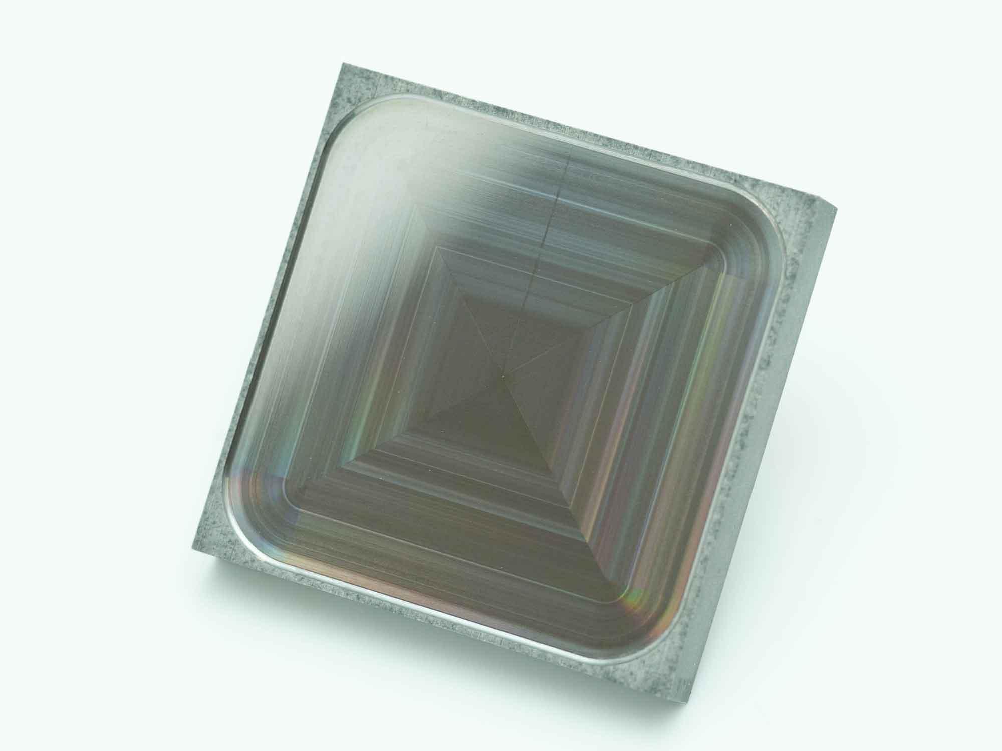 超硬金属の平面部分の鏡面仕上げを切削のみで加工