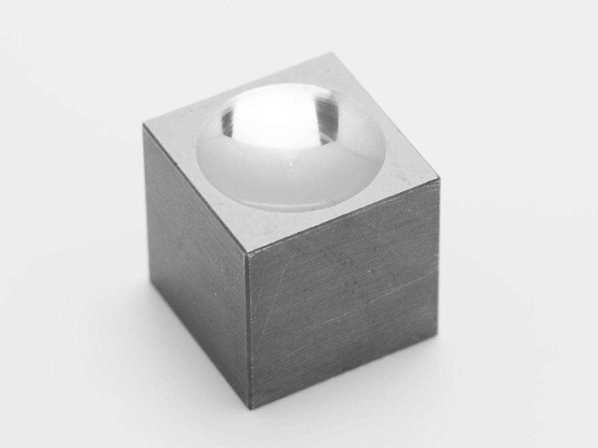 超硬材の鏡面加工のサンプル(球面加工)