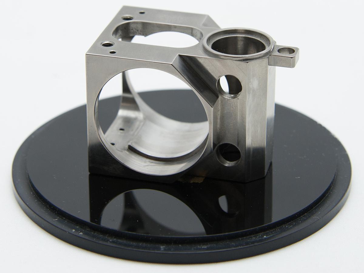 チタン部品の複雑形状を3軸で加工