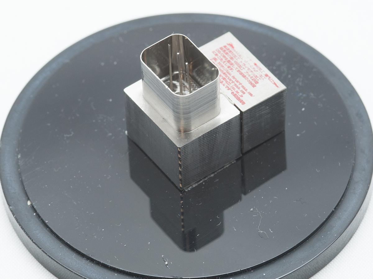 チタンの微細加工サンプル