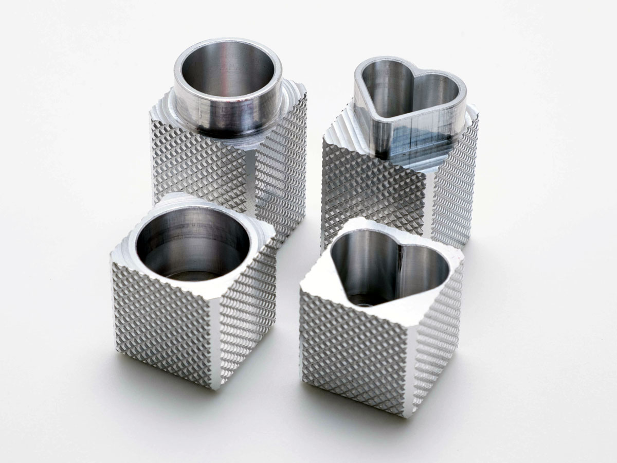 表面にローレット加工を施したアルミ製容器